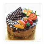 Torcik czekoladowy z frużeliną wiśniową - Czekoladowy biszkopt nasączony , przełożony bitą śmietaną czekoladową z frużeliną wiśniową.