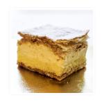 kremówka – ciasto francuskie przełożone kremem budyniowym i śmietaną ,wykończone cukrem pudrem.