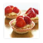 Korpus z ciasta kruchego wypełniony kremem budyniowym i dodatkiem świeżych (truskawek)