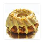 Babka cytrynowa - ciasto biszkoptowo-tłuszczowe z dodatkiem świeżego , wyciskanego soku z cytryny , wykończona cukrem pudrem.