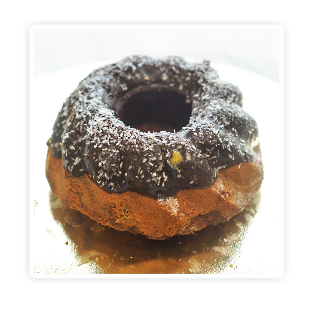 Babka mieszana - tradycyjne ciasto piaskowe złączone z ciastem piaskowym czekoladowym z makiem.