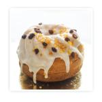 Babka drożdżowa z lukrem - tradycyjne ciasto drożdżowe z rodzynką i skórką pomarańczową.